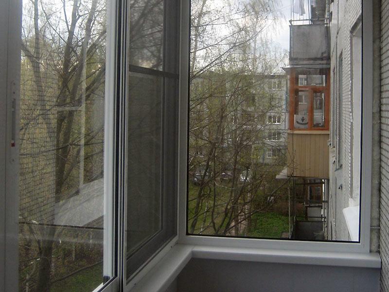 Москитные сетки на балконные окна.