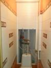 Сантехнические рольставни эстетично скроют коммуникации в ванной комнате и туалете